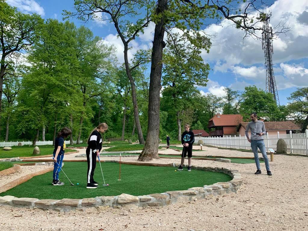 Pachet Adventure Golf & Friends